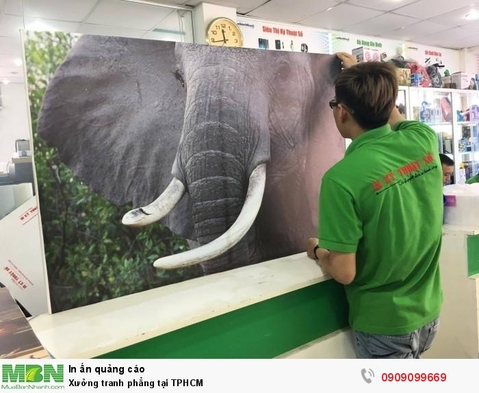 Thành phẩm in tranh phẳng chất liệu canvas được đóng khung sexy (khung dấu)