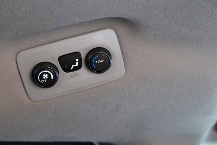 Toyota Sienna LE 3.5L 2010 25