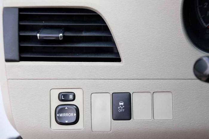 Toyota Sienna LE 3.5L 2010 24