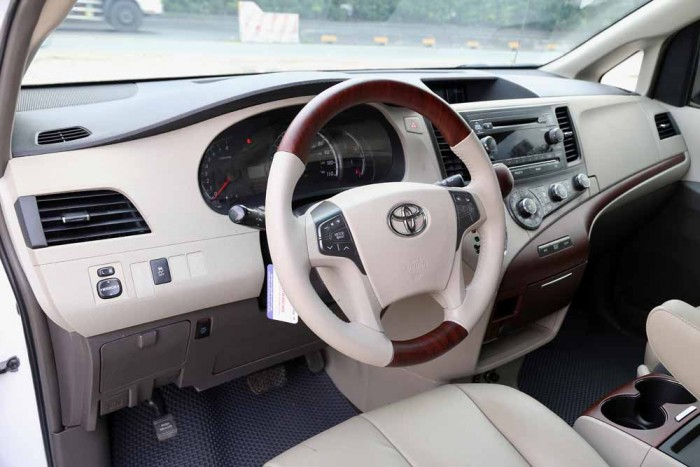 Toyota Sienna LE 3.5L 2010 2