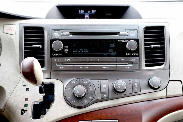 Toyota Sienna LE 3.5L 2010 7