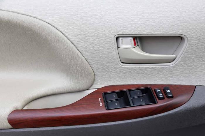 Toyota Sienna LE 3.5L 2010 1