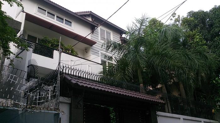 Bán gấp biệt thự sân vườn Cao Thái Sơn, khu Sunrise city, quận 7.