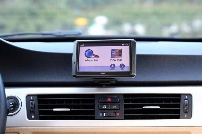 BMW 320i model 2010 7