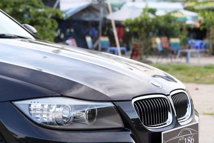 BMW 320i model 2010 26
