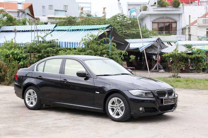 BMW 320i model 2010 18