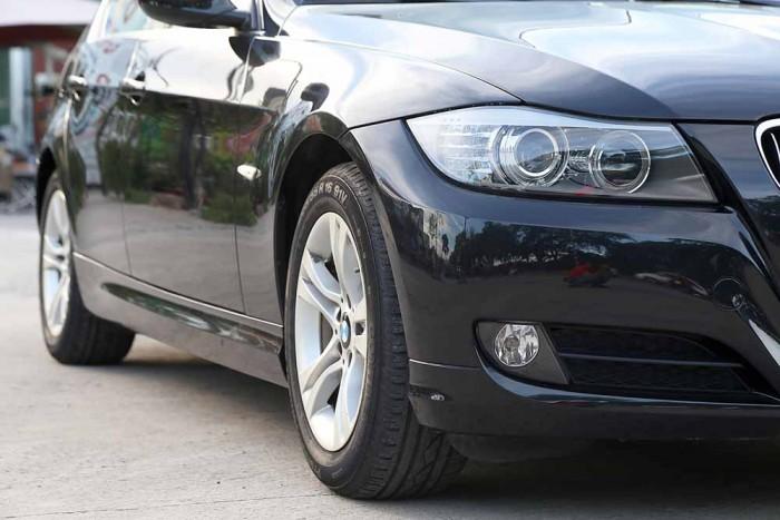 BMW 320i model 2010 15