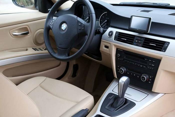 BMW 320i model 2010 6