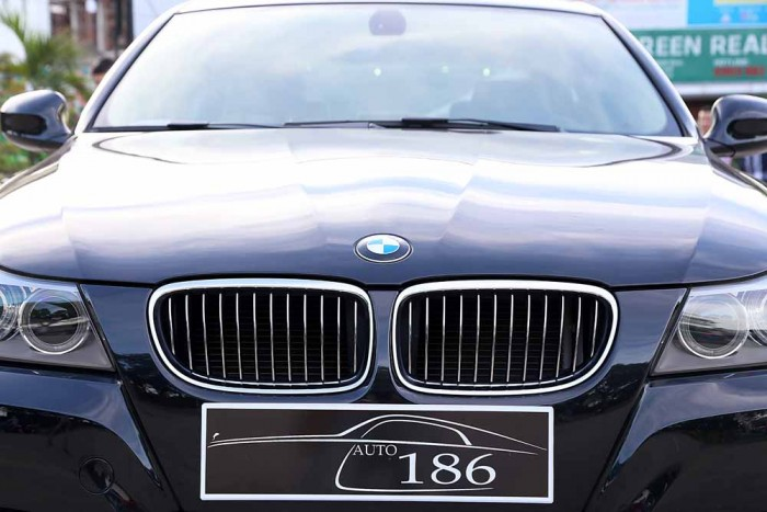 BMW 320i model 2010 22