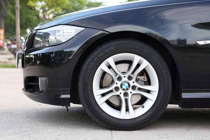 BMW 320i model 2010 19