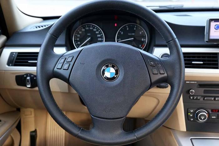 BMW 320i model 2010 12