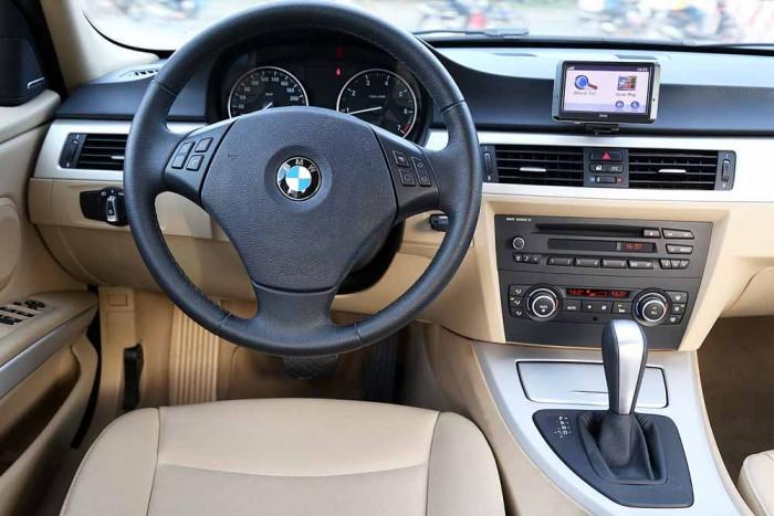 BMW 320i model 2010 10