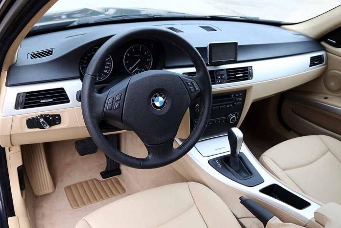 BMW 320i model 2010 20