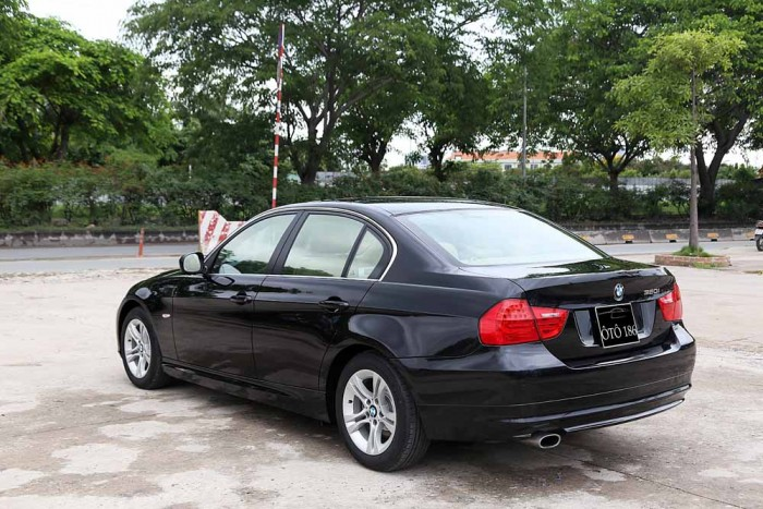 BMW 320i model 2010 14