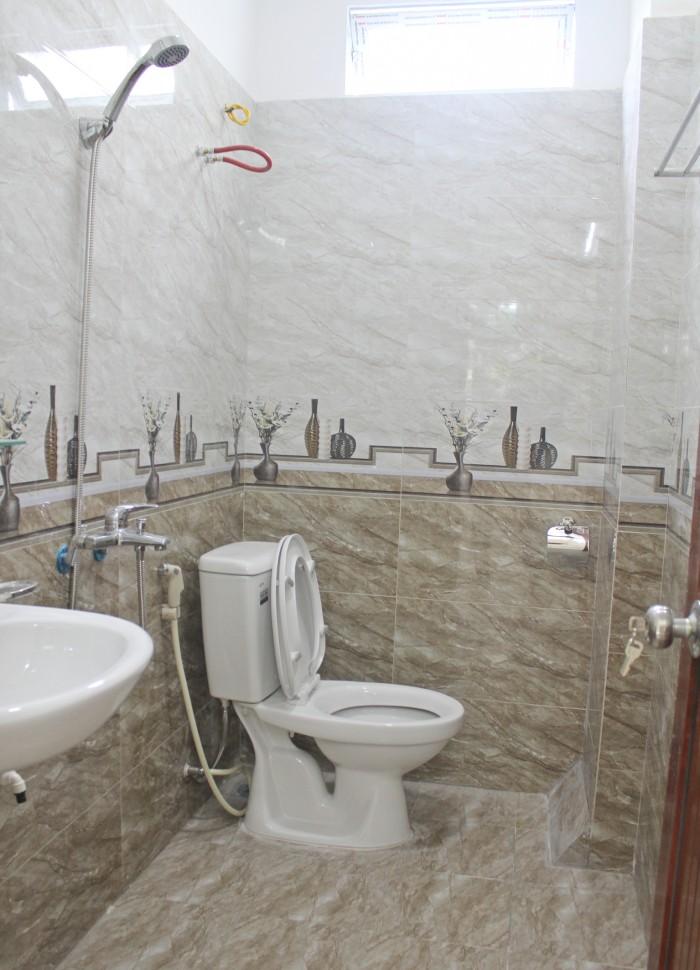 Gia đình cần bán nhà Phú Đô, 31m2, 5 tầng đẹp, hướng Đông Nam, 2,250 tỷ có thương lượng.