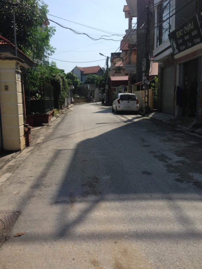 Bán đất Phố Trạm gần cầu Vĩnh Tuy dt 100m2 đường 2 ô tô tránh nhau