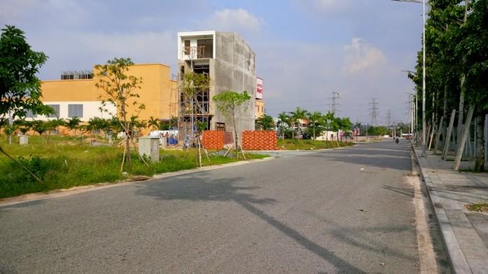 Cần bán lại lô đất mặt tiền KD, 300m2(10x30) ngay chợ
