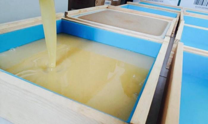 Sáp được đóng trong khuôn sạch sẽ, đảm bảo vệ sinh1