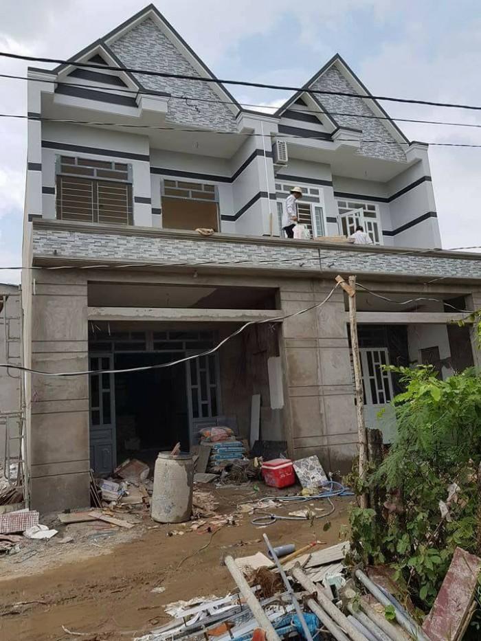Bán nhà 1 trệt, 1lầu, xây dựng kiên cố, đúc thật, cách chợ Bình Chánh 1km
