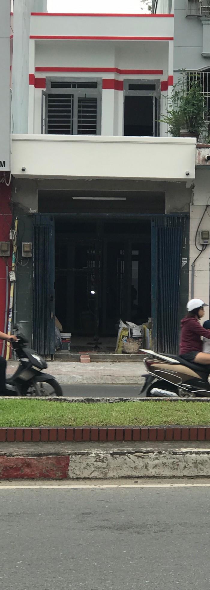 Bán gấp nhà mới xây mặt tiền Hoàng Văn Thụ, DT 92m2