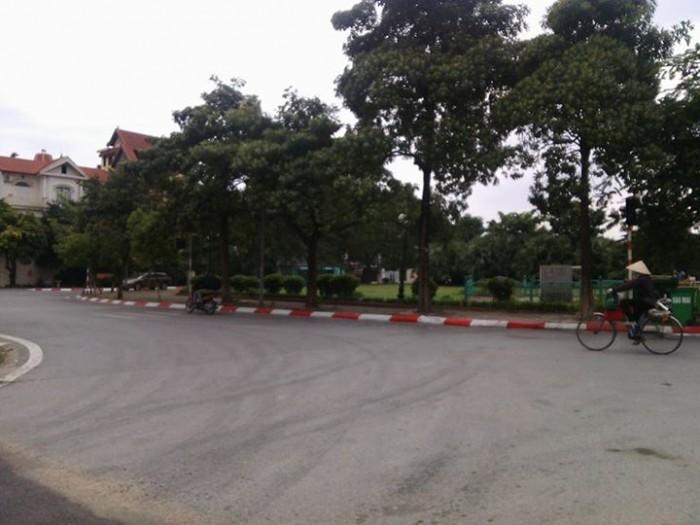 Bán nhà phố Tô Ngọc Vân, DT 64m2, mt 4.5m, ô tô tránh, cách hồ 50m