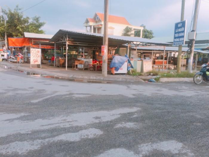 Cần vốn kinh doanh bán gấp đất mặt đường ĐT 833B đối diện Chợ Long Cang 959 triệu/110m2.