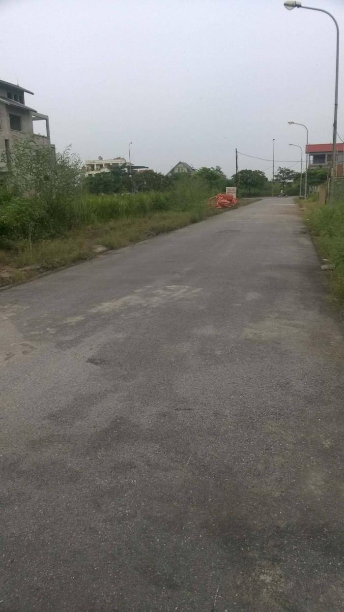 Cần bán gấp lô đất ở Làng Vàng- Gia Lâm- Hà Nội. 70m2. Giá: 1.750 tỷ.