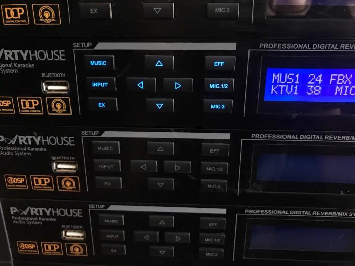 Vang số karaoke partry house DAK 3000
