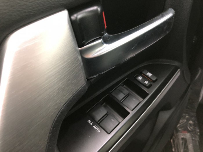 Toyota land cruiser 5.7 L nhập Mỹ mới 100%