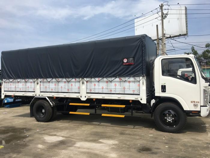 Xe tải isuzu Vĩnh Phát 8.2 tấn, đóng sẵn thùng, màu trắng, xe mới 2017, giá tốt