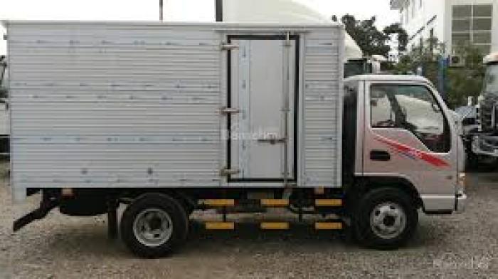 Xe tải Jac 2400 Kg thùng kín có máy lạnh kết hợp công nghệ Izuzu giá cực mềm