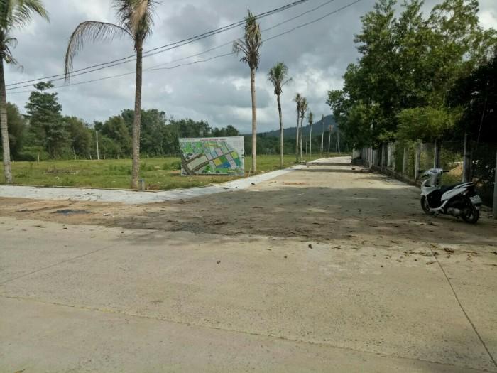 Bán đất khu dân cư sầm uất phú quốc .DT:108-200m2.Giá 3tr/m2.
