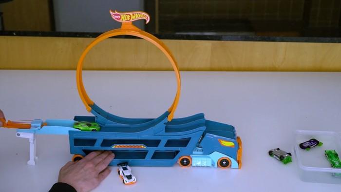 Bộ đồ chơi Hot Wheels Stun & Go 15 xe và ván trượt.4