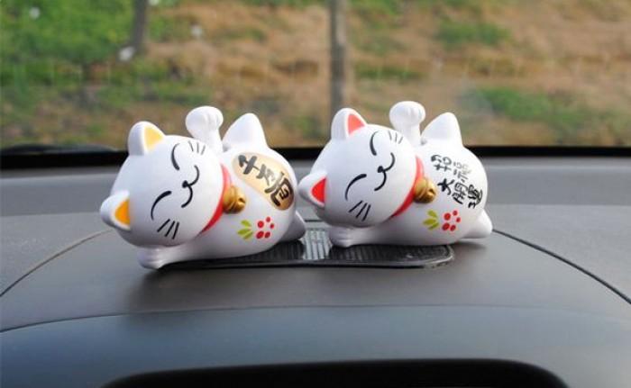 Theo quan niệm của người Nhật Bản thì mèo thần tài  hay còn gọi là mèo may mắn sẽ giúp mang đến cho gia chủ sự sự giàu sang, phú quý và nhiều điều tốt đẹp.1