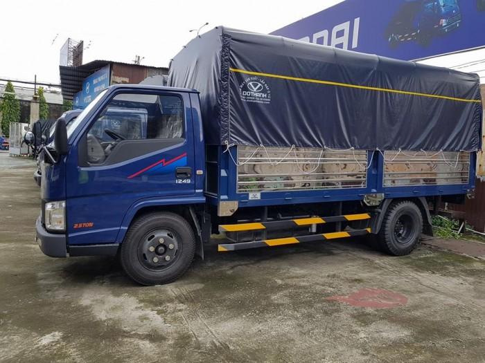 xe tải iz49 2,5 tấn thùng mui bat