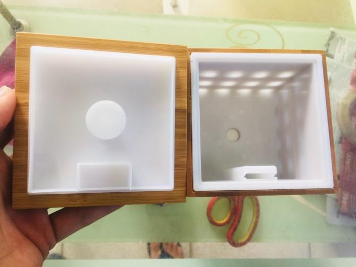 - Sử dụng công nghệ sóng siêu âm không tạo nhiệt để biến nước và tinh dầu tành lớp hơi sương mỏng nhẹ. Vì thế, đặc tính trị liệu của tinh dầu được giữ nguyên, giúp bạn khai thác tối đa hiệu quả của tinh dầu quý.1