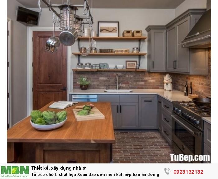 Tủ bếp chữ L chất liệu Xoan đào sơn men kết hợp bàn ăn đơn giản – TBN0063 + Chất liệu và xuất xứ: Chất liệu Xoan đào + Màu sắc và đặc tính: xám nhạt  + Hình dạng kích thước:Tủ bếp được thiết kế dạng chữ L theo phong cách bán cổ điển + Loại nhà và diện tích đặt bếp: Căn hộ gia đình, không gian phòng khoảng 20m2 + Dịch vụ cộng thêm: thiết kế miễn phí, theo dõi tiến độ online, tem chứng nhận, sms theo dõi bảo hành, bảo trì 24/7