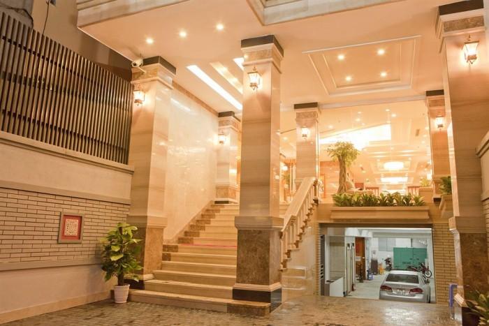 Tôi cần bán khách sạn 3 sao phố Nguyễn Thị Định, khu đô thị Trung Hòa