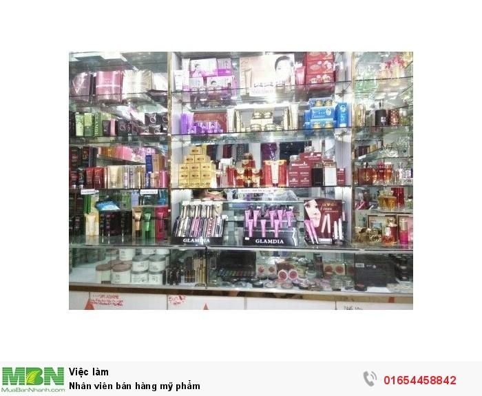 Nhân viên bán hàng mỹ phẩm