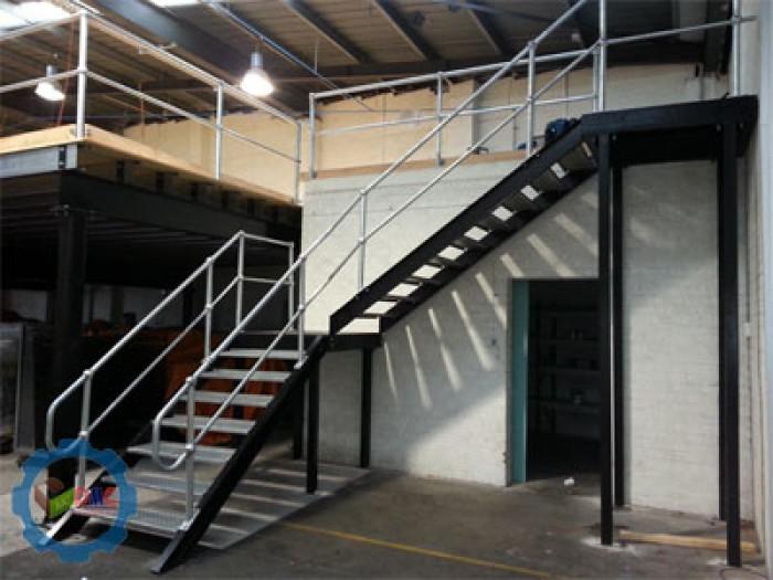 cầu thang sắt lên gác4