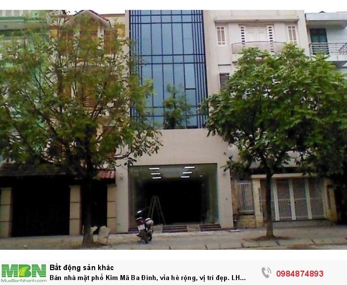 Bán nhà mặt phố Kim Mã Ba Đình, vỉa hè rộng, vị trí đẹp.