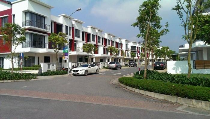 Bán nhà đường Nguyễn Hữu Trí, 1 trệt 2 lầu, 1 sân thượng, giá chỉ 1.8tỷ, sổ hồng riêng.