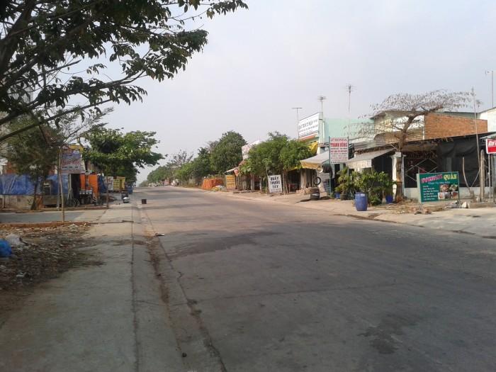 Cần bán gấp đất mặt tiền QL13 - gần Chợ - đông dân