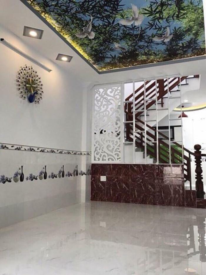 Bán nhà MT Hoàng Sa, Q.3, dt: 4x13m, 3 lầu