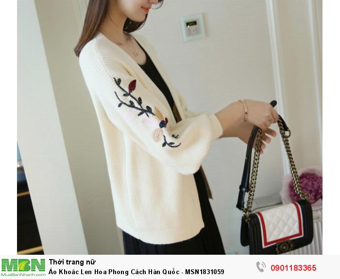 Thiết kế áo đơn giản nhưng ấn tượng với form vừa vặn, nhiều màu sắc trang nhã, rất dễ kết hợp với nhiều trang phục.