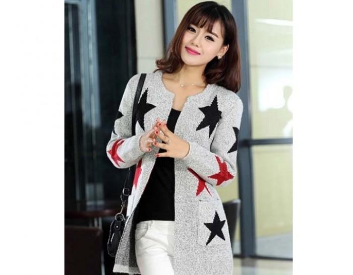 Áo khoác len với kiểu dáng hiện đại, hợp thời trang đã trở thành một loại trang phục được rất nhiều bạn gái yêu thích.