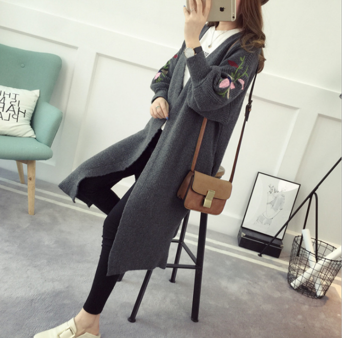 Áo được may từ chất liệu len mềm mại, tạo dáng áo đẹp và đem đến cảm giác rất thoáng mát, dễ chịu khi mặc.