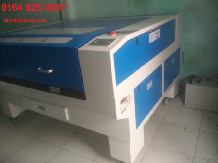 Máy Laser 1390 chuyên cắt khắc mica làm quảng cáo3