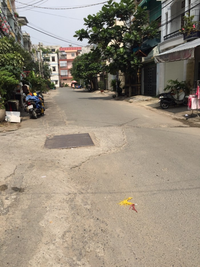 Nhà Phan Văn Hân, P.17. DT: 19.5m2