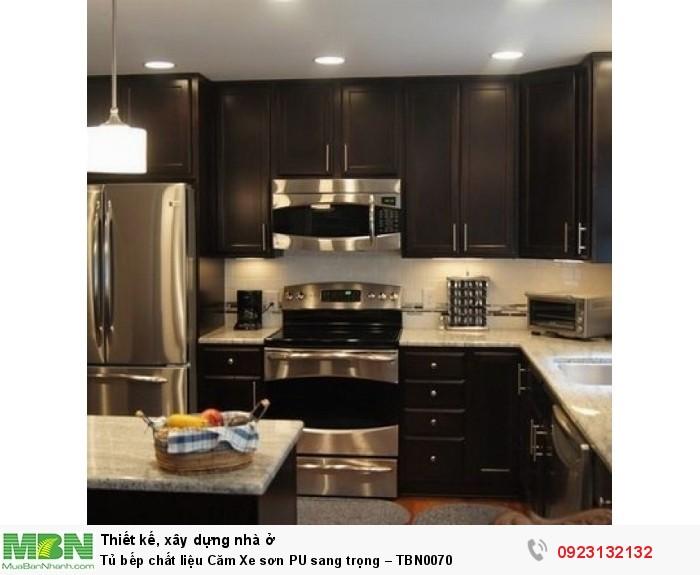 Tủ bếp chất liệu Căm Xe sơn PU sang trọng – TBN0070 + Chất liệu và xuất xứ: Chất liệu Căm Xe + Màu sắc và đặc tính: nâu đen + Hình dạng kích thước:Tủ bếp được thiết kế dạng chữ U theo phong cách cổ điển + Loại nhà và diện tích đặt bếp: Căn hộ gia đình, không gian phòng khoảng 20m2 + Dịch vụ cộng thêm: thiết kế miễn phí, theo dõi tiến độ online, tem chứng nhận, sms theo dõi bảo hành, bảo trì 24/7